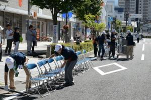 パレードでボランティアさんの活躍 !!