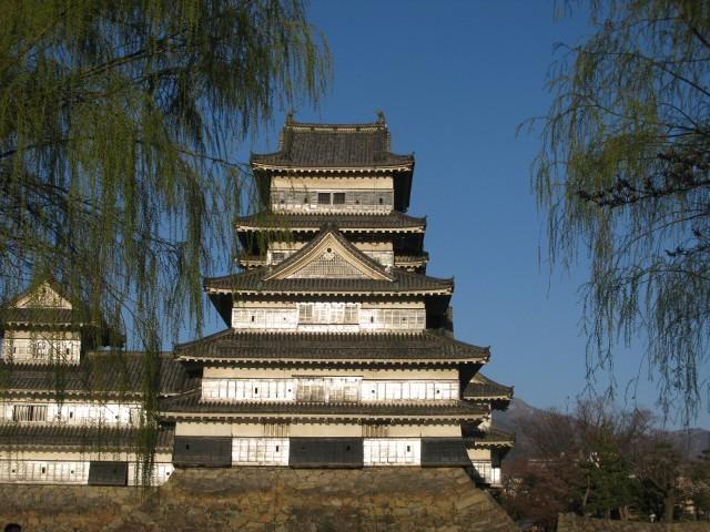 銀の城 国宝松本城の夕暮れは美しすぎる