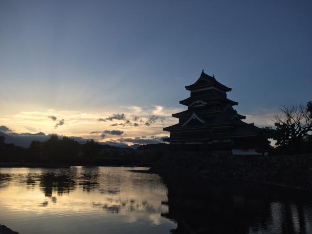 国宝松本城 夕暮れの1枚