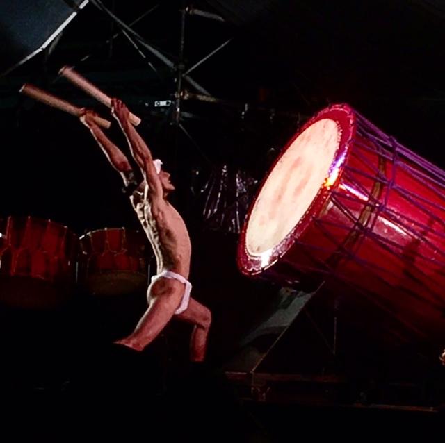 土砂降りの雨の中「第30回 国宝太鼓まつり」太鼓の音が夜空に熱く響き渡る♪
