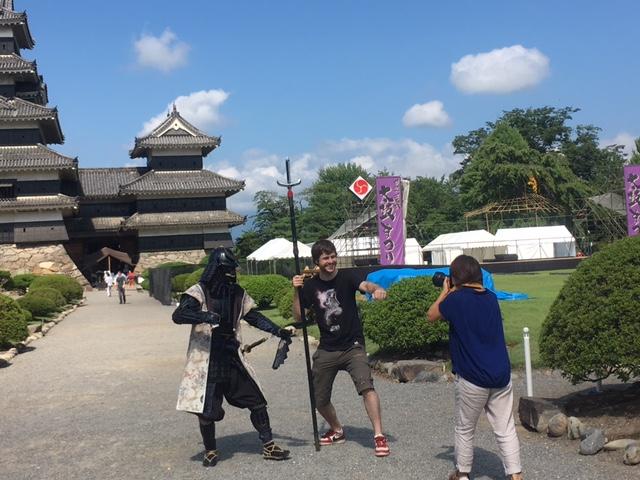 国宝松本城おもてなし隊と記念撮影&人力車