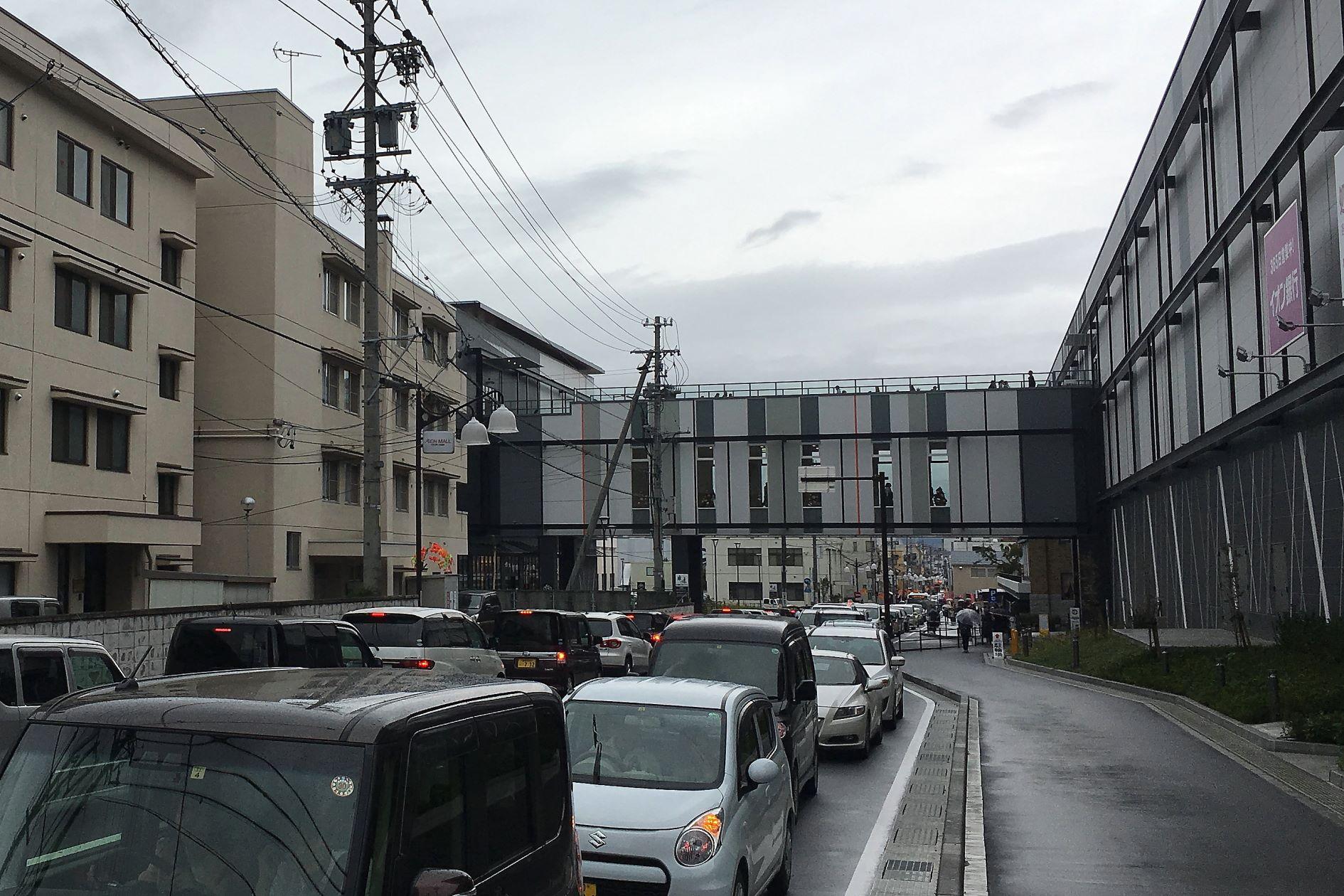 松本市巨大モール渋滞に引き続きご注意ください。